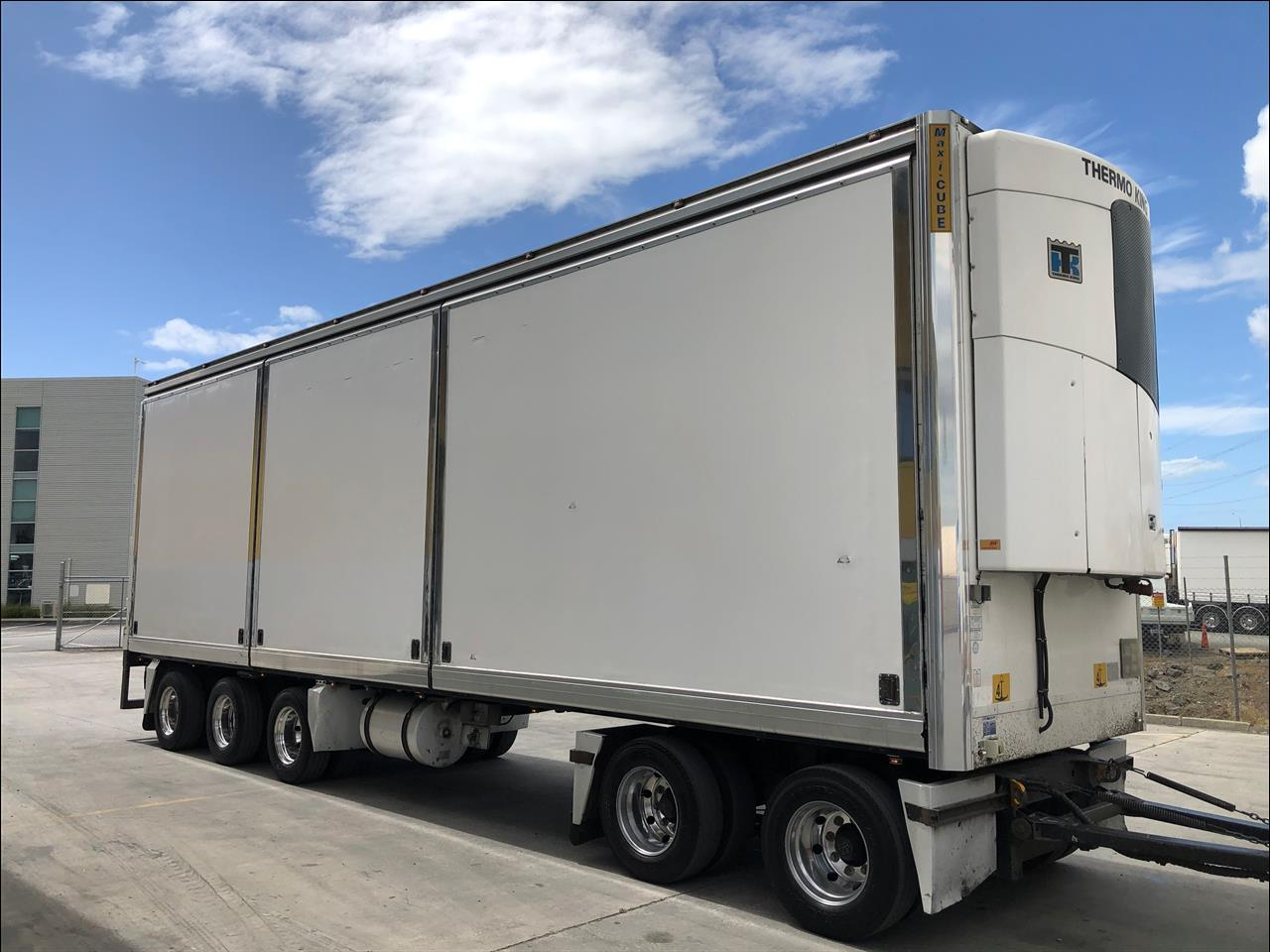 2015 Maxicube REEFER - 5 Axle Insulated Pull Trailer - Glide Side